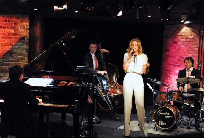 Firmenfeier Nuernberg Jasmin Bayer - duo, trio, quartett or band