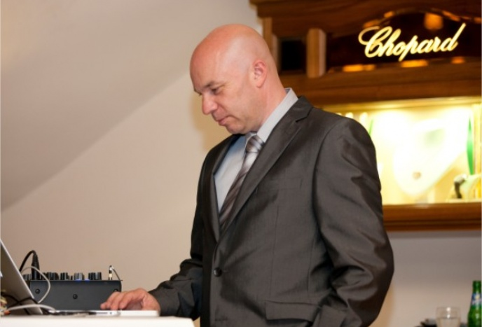 DJ online buchen DJ der Bischof - Hochzeits Dj, Event Dj ,Wedding Dj, Party Dj, Cooporate Events