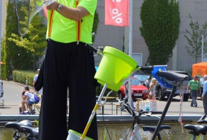 Firmenfeier Köln Stelzenmann Walkakt Seifenblasen Zaubern Ballonmodellieren