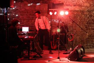 Lewis Larke  - Singer, Musician & DJ (solo-trio)