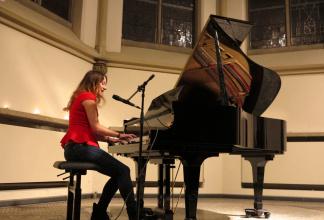 Anspruchsvolle Livemusik - Gesang und Klavier für jeden Anlass