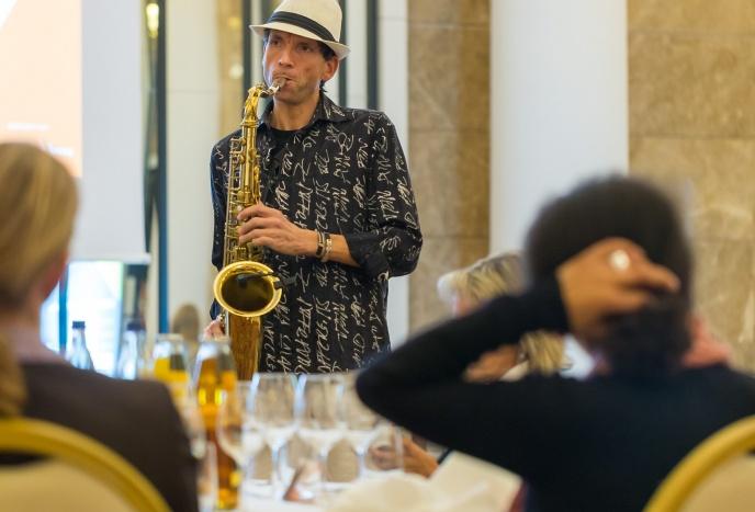Firmenfeier Bremen Live Saxophonist für Hochzeiten, Geburtstage, Brunch, Lunch, Dinner, Sektempfang