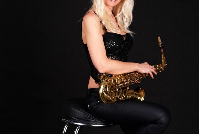 Firmenfeier Dresden Saxophonistin Aretha – Engelstöne auf dem Saxophon