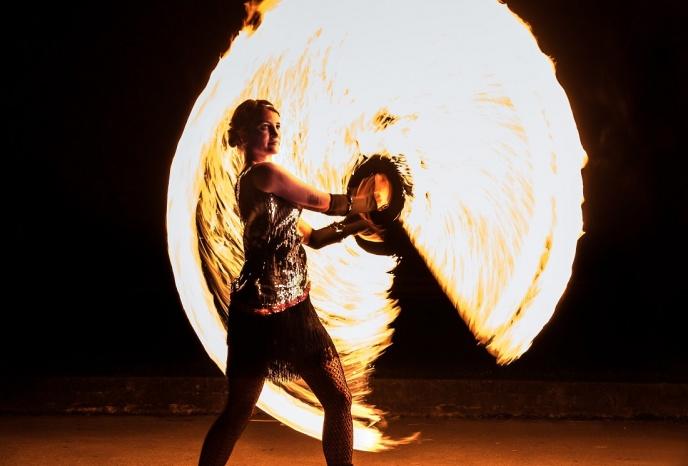 Geburtstagsfeier Muenchen Feenfeuer - Feuershow, Feuertanz, LED Show, Hochstelzen, WalkActs