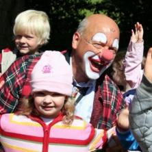Unterhaltungskünstler Clown,  Zauberer, Ballonmodelleur, Comedy Kellner und Weinachtsmann