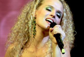 Marisa - Singer&Performer - solo, duo, walkacts, moderator